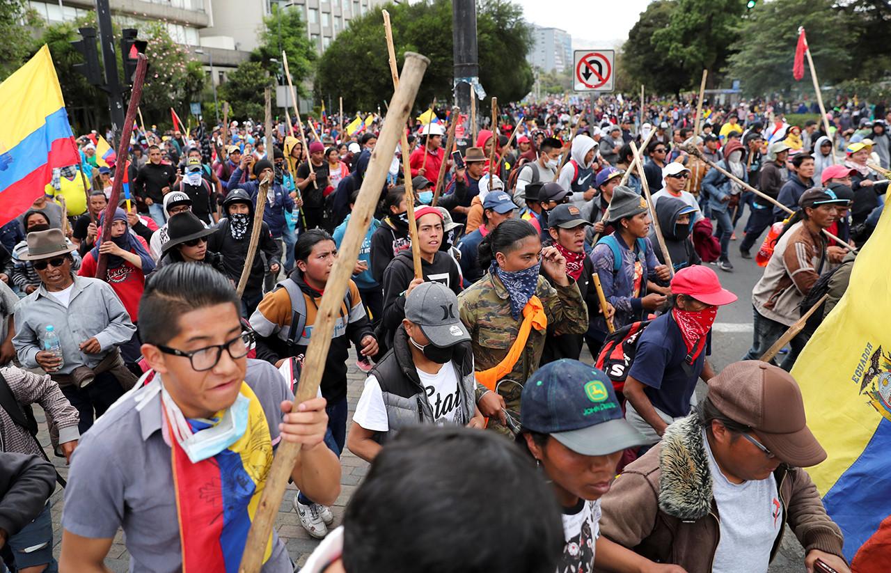 Continúa los bloqueos en Ecuador ante el incremento del precio de los combustibles