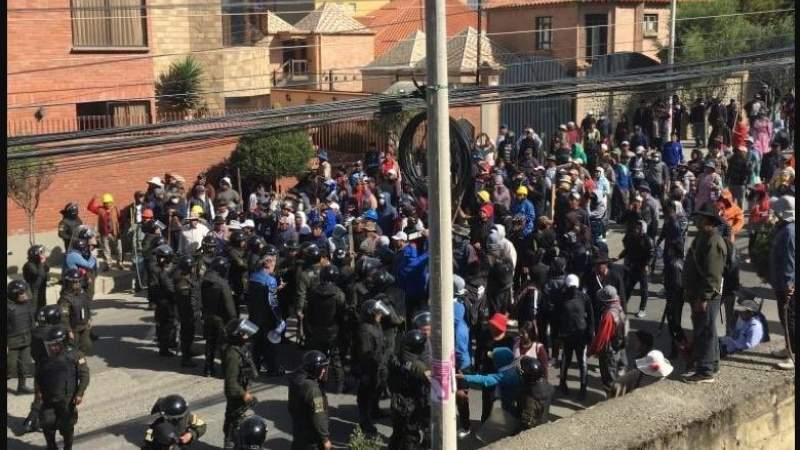 Despliegan 1.000 policías para intervenir hechos violentos en puntos de bloqueo de La Paz