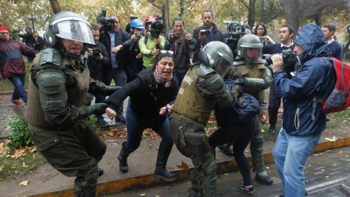 Fiscalía de Chile investiga 840 denuncias de violación de derechos humanos