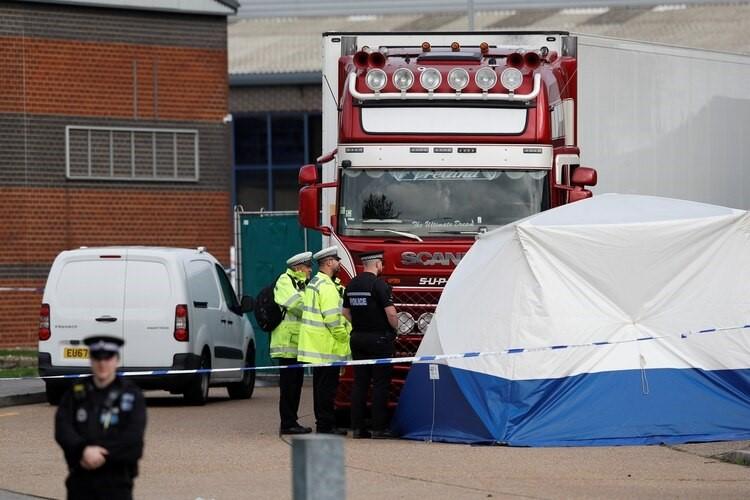 Hallan 39 cadáveres a bordo de un camión al este de Londres