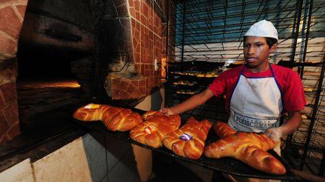 Panificadores de La Paz incrementan el precio del horneado de masas por Todos Santos