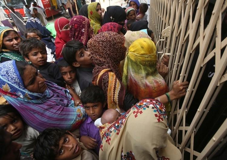 Médico infecta a al menos 900 niños con VIH en Pakistán