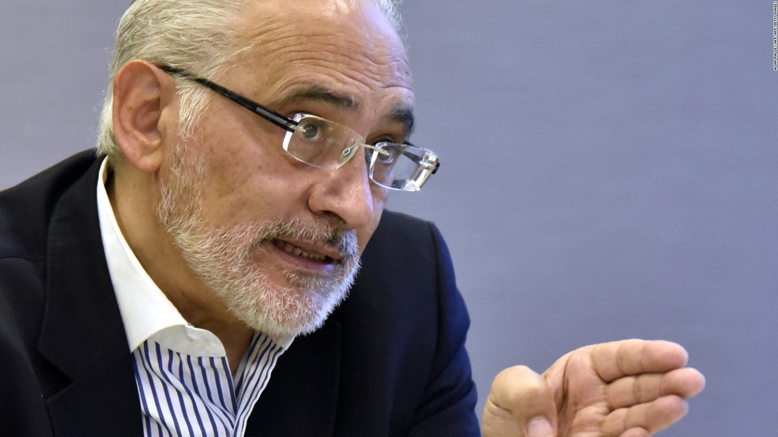 Mesa propone liberar a funcionarios públicos de la dependencia política