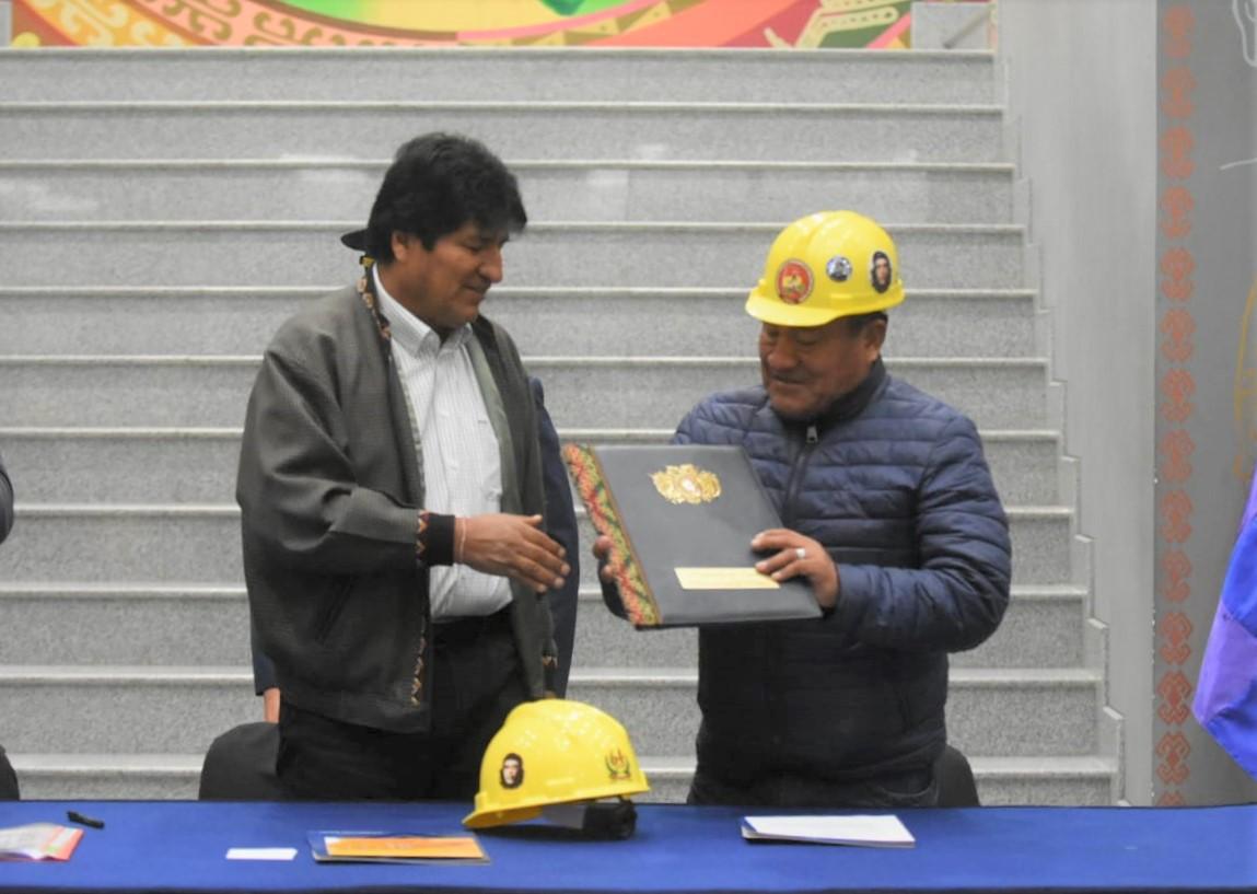 Morales promulga reglamentación de Ley 1155 de Seguro Contra Accidentes para trabajadores de la construcción