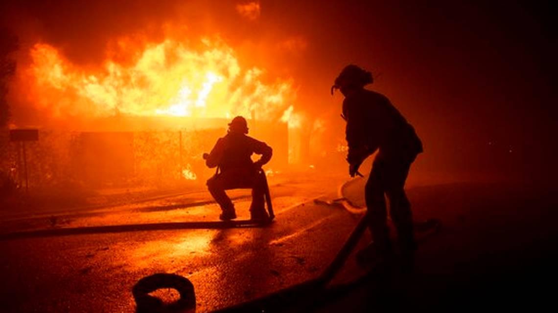 Ordenan evacuación de 200.000 personas en Los Ángeles por incendio forestal