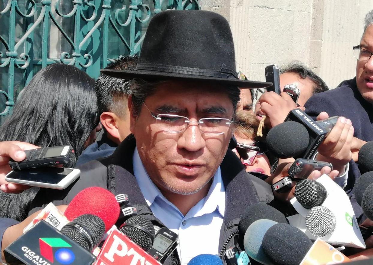 Pary comunica preacuerdo con los chóferes e indica que los camiones ya están partiendo de Arica a Bolivia