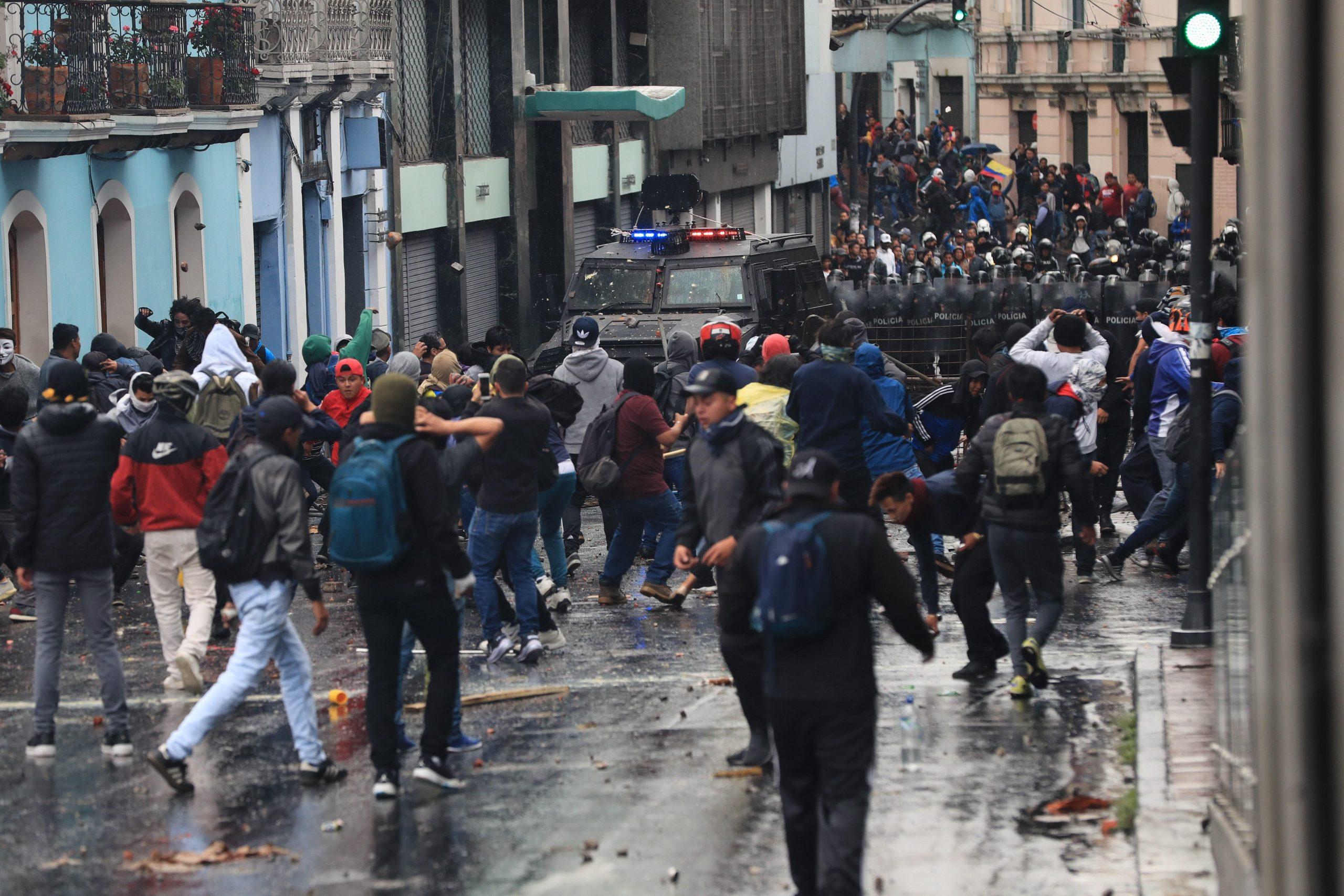 Presidente de Ecuador declara estado de excepción tras las protestas por el alza de combustible