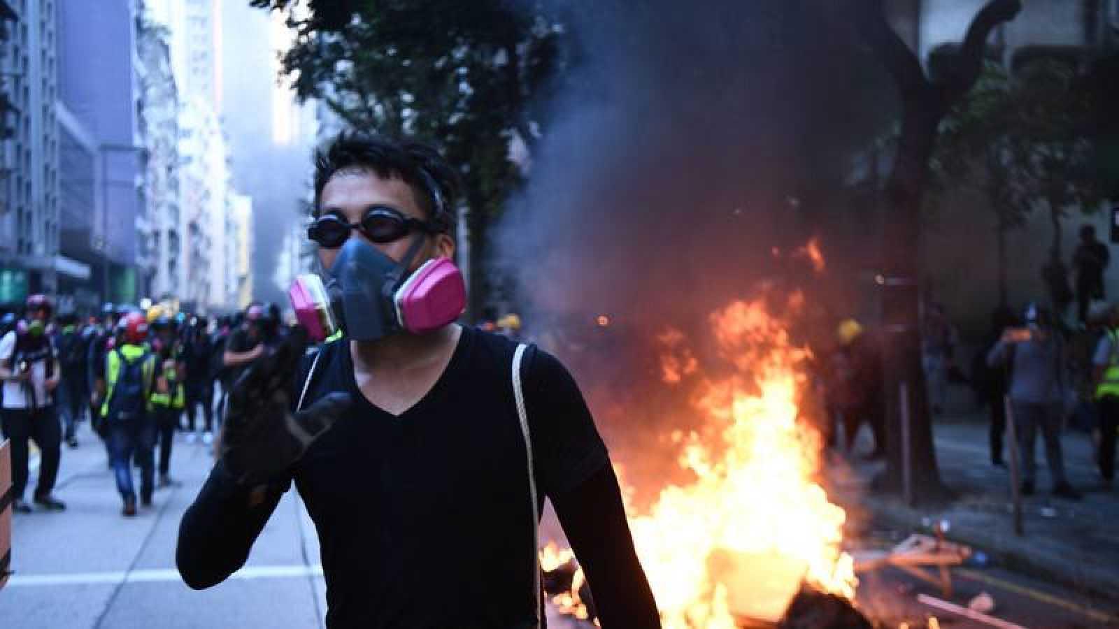 Protestas en Hong Kong dejan 15 personas heridas en el aniversario de China