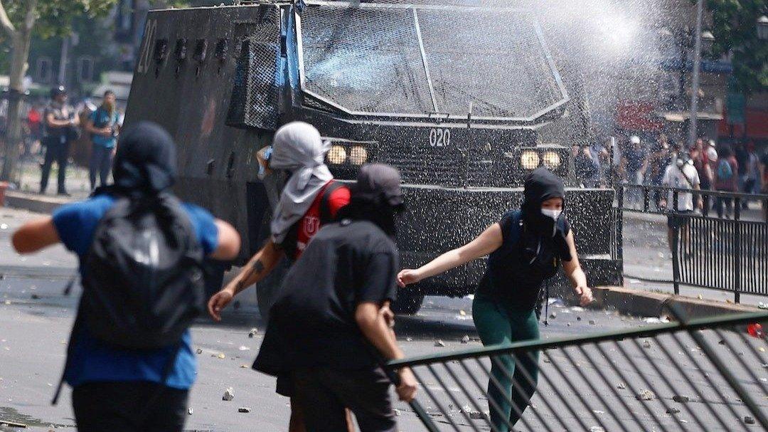 Registran 18 muertos y más de 2.400 detenidos por las protestas en Chile