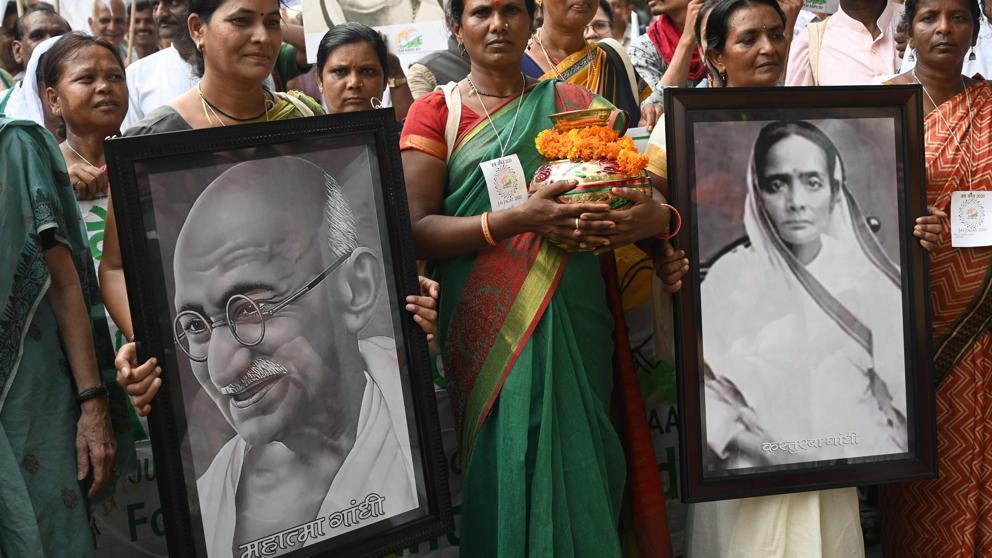 Roban cenizas de Gandhi en la celebración de su 150 cumpleaños
