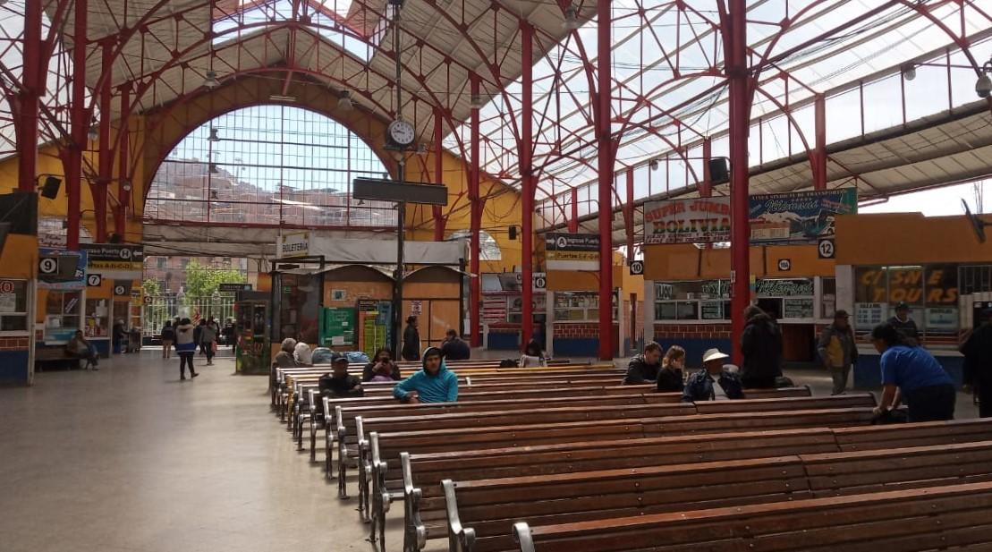 Suspenden salidas a 8 departamentos de Bolivia con excepción de Oruro donde no se registraron bloqueos