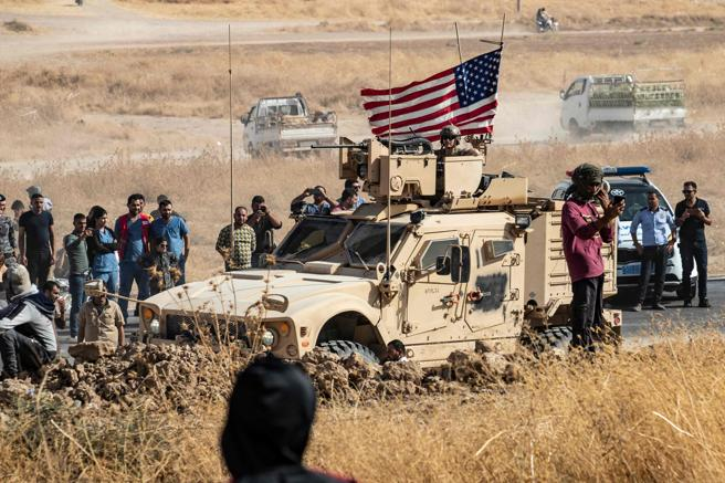 """Trump retira sus tropas de Siria alegando que no continuará siendo parte de """"ridículas guerras sin fin"""""""