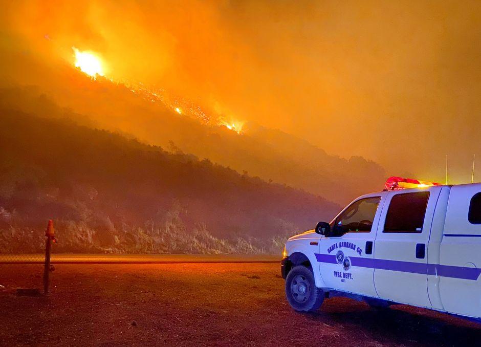 Desalojan a 6.300 personas por los incendios forestales en California