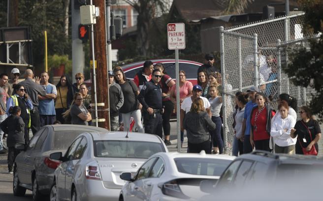 Dos adolescentes mueren y otros tres resultan heridos tras tiroteo en una escuela de California