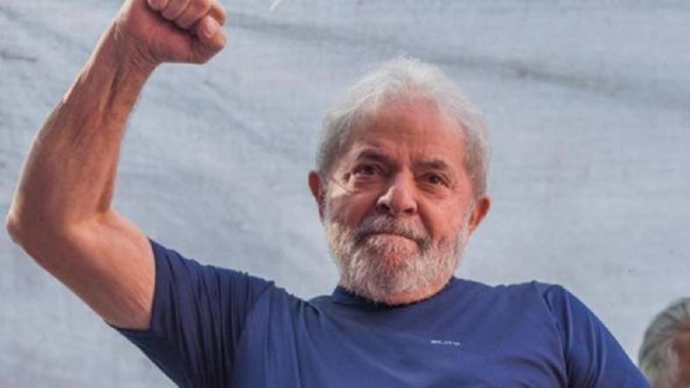 El expresidente brasileño Lula da Silva sale de prisión