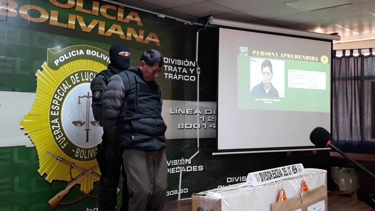 FELCC captura a falso policía en posesión de celulares y documentos falsificados
