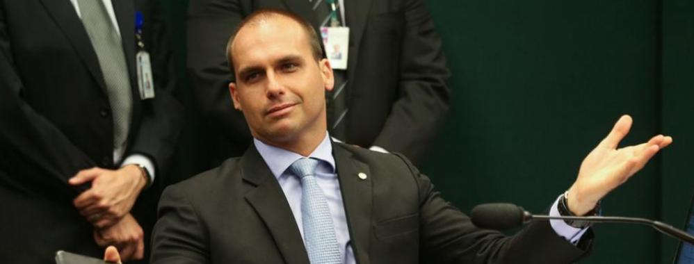 Hijo de Bolsonaro amenaza con instaurar una dictadura