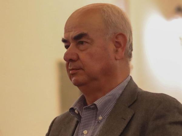 Ministro de Economía afirma que no habrá cambios estructurales pero se fijarán sugerencias para el próximo gobierno