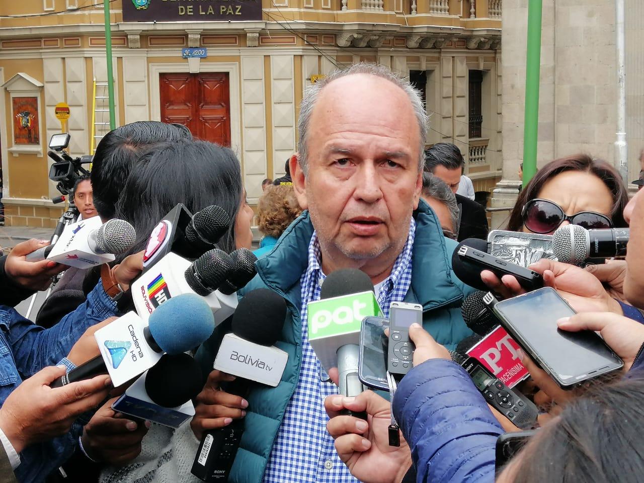 Murillo considera que Morales comete un grave delito al seguir emitiendo comunicados desde su refugio en México