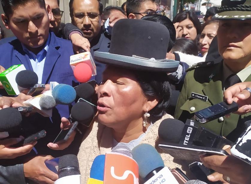 Gobierno reanuda diálogo con representantes de organizaciones sociales