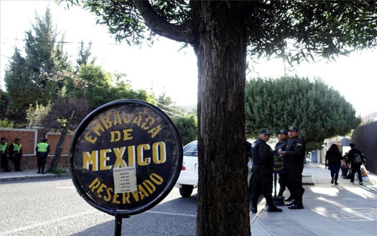 """Gobierno mexicano denuncia supuesto """"asedio policial"""" contra su embajada en Bolivia"""