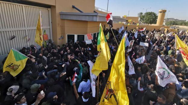 Manifestantes atacan la embajada de Estados Unidos en Irak