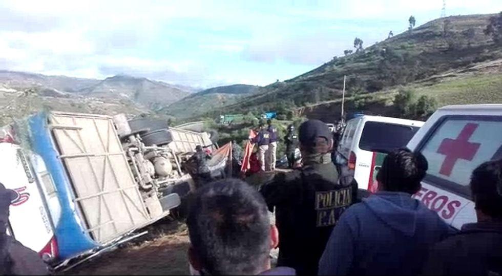 Vuelco de bus deja al menos tres personas muertas y quince heridos en la carretera Santa Cruz – Sucre