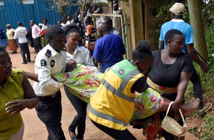 14 niños mueren en una escuela de Kenia por una estampida