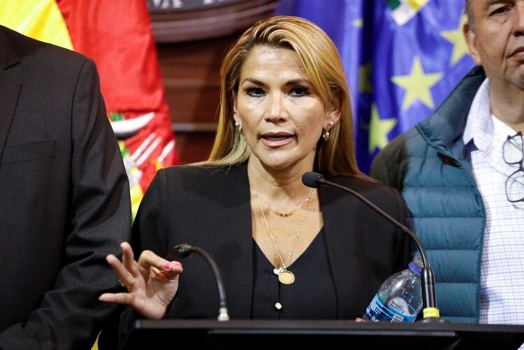 Magistrado asegura que la sucesión constitucional de Añez no es legal