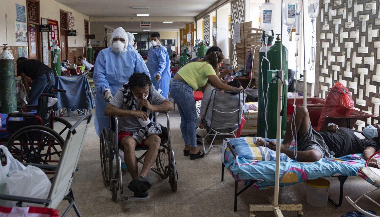 Autoridades de Perú advierten que su sistema sanitario está por colapsar tras registrar más de 100.000 casos de COVID-19