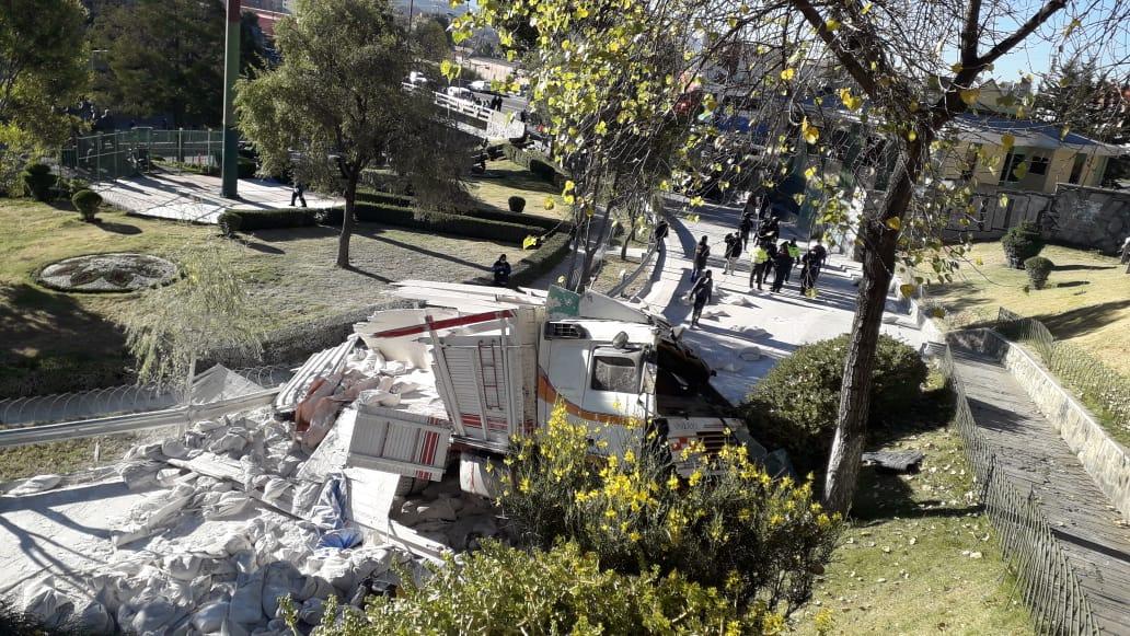 Camión sufre accidente en la autopista La Paz – El Alto y deja 5 personas heridas