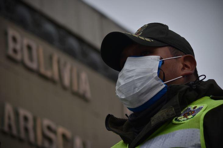 Campaña solidaria dona 1.300 máscaras de bioseguridad a la Policía de La Paz