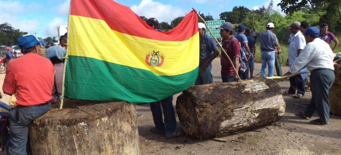 AMDECRUZ inicia bloqueos en Santa Cruz para exigir mayores recursos para la atención del COVID-19