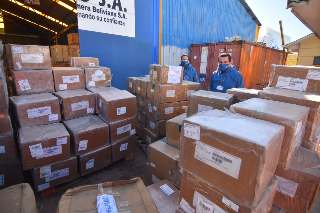 Aduana entrega 4 toneladas de medicamentos para combatir el VIH