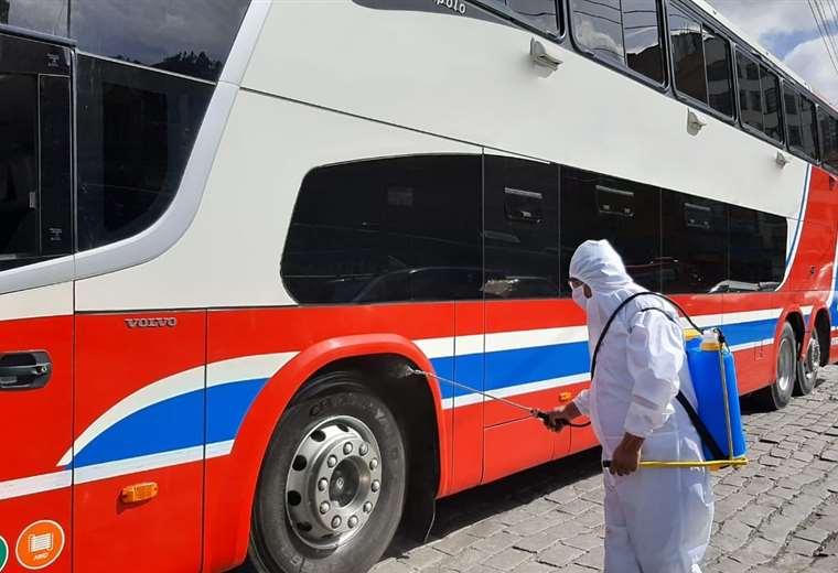 Autorizan la reanudación del servicio de transporte terrestre entre La Paz y Oruro