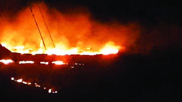 Bomberos apagan 15 incendios de magnitud durante San Juan en La Paz