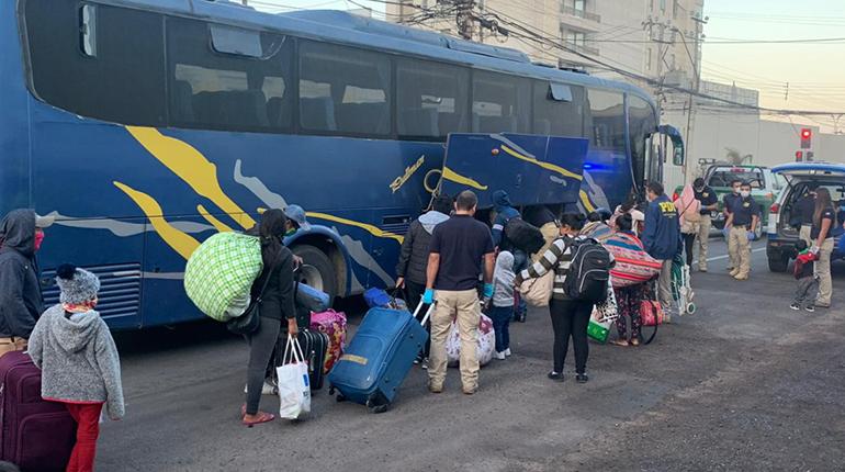 Cancillería anuncia la llegada de 241 bolivianos repatriados desde Chile