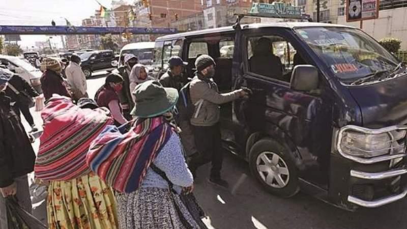 Chóferes amenazan con movilizaciones para exigir un incremento de Bs 0,50 a sus tarifas y más asientos habilitados