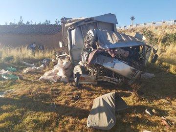 Embarrancamiento de camión en la carretera Santa Cruz – Cochabamba deja 2 muertos