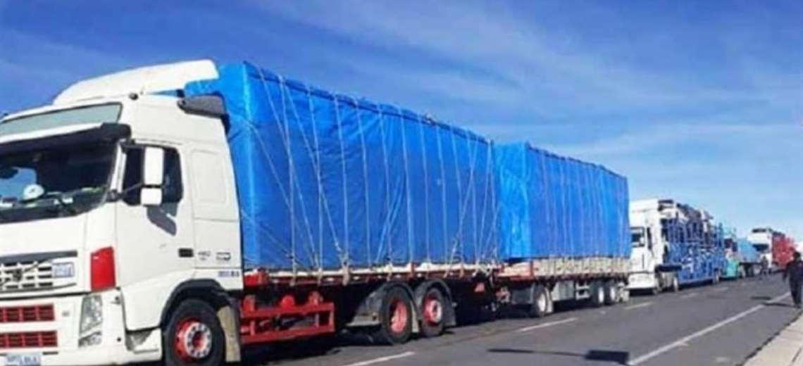 Gobierno denuncia ataque y robo a camión que trasladaba insumos médicos a Santa Cruz