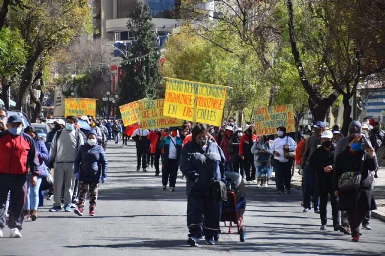 Magisterio Urbano realiza marchas para exigir la renuncia del ministro Cárdenas