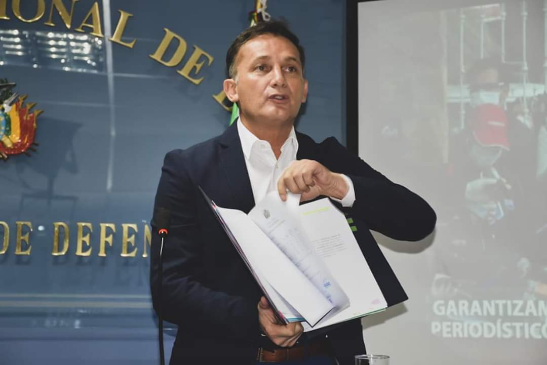 Ministro de Defensa niega sobreprecio en la adquisición de material no letal