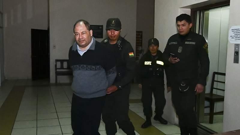 Otorgan detención domiciliaria al exministro Romero y una fianza de Bs 350.000