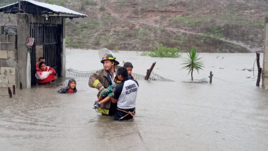 Tormenta Amanda deja 15 muertos y destrozos de magnitud en El Salvador