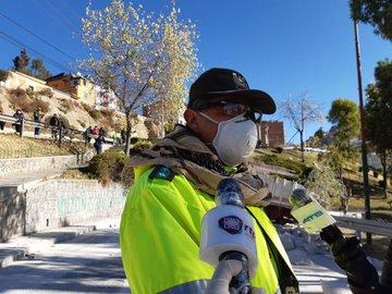 Tránsito registra 46 vehículos infractores en el primer día de la flexibilización de la cuarentena en La Paz