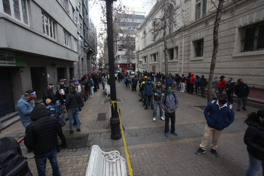 3.000.000 de chilenos han solicitado el retiro anticipado de fondos de pensiones en el primer día de trámite