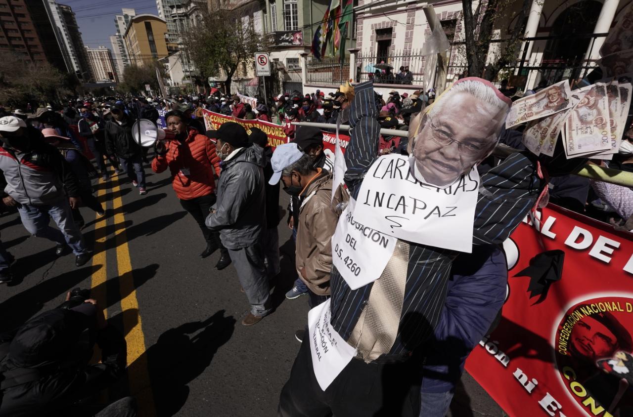 COB y maestros rurales realizan movilizaciones exigiendo la destitución del ministro Cárdenas