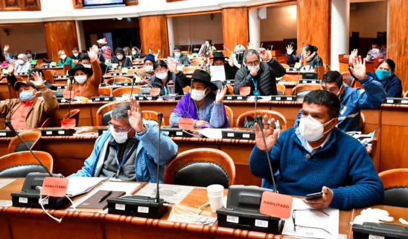 Diputados aprueban ley para que las clínicas privadas atiendan obligatoriamente a pacientes de COVID-19