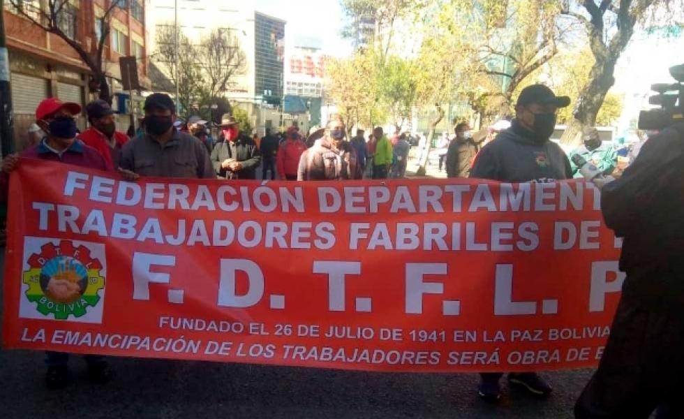 Fabriles de La Paz denuncian el despido de 500 trabajadores por la pandemia
