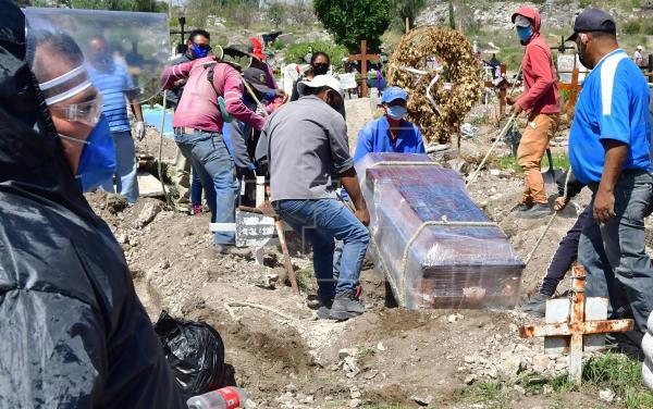 México registra alrededor de 50.000 fallecidos por coronavirus